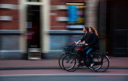 Rücksichtsloses Verhalten zum Nachteil zweier Fahrradfahrer bei Mantel