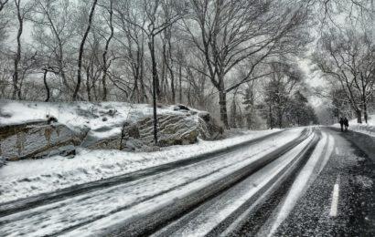 Blechschäden und feststeckende Lkw aufgrund Schneeglätte