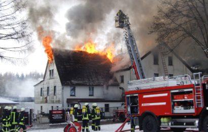 Dachstuhlbrand in Oberviechtach / Mitterlangau