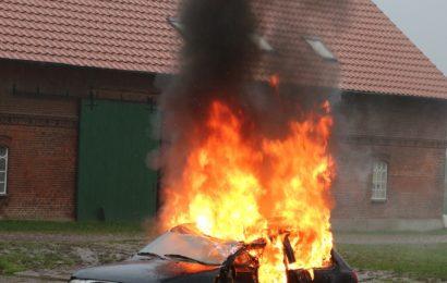 Brand zweier Pkw in Maxhütte-Haidhof, keine Personen verletzt