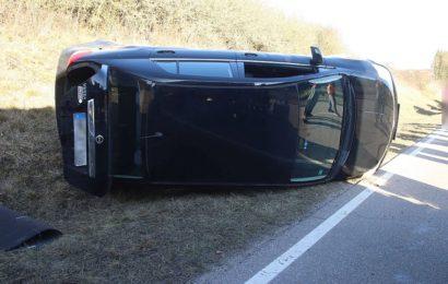 Bei Verkehrsunfall Fahrerin leicht verletzt
