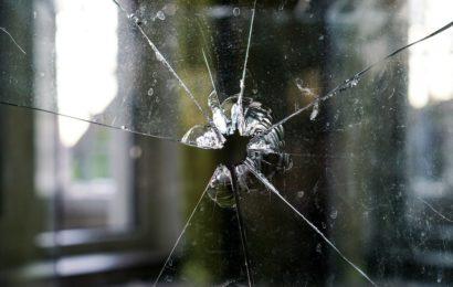 Fensterscheiben eingeworfen