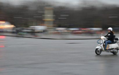 Rollerfahrer flüchtet vor Polizeikontrolle in Schlammersdorf