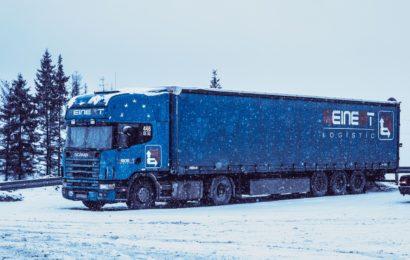 Lkw mit blauem Auflieger gesucht