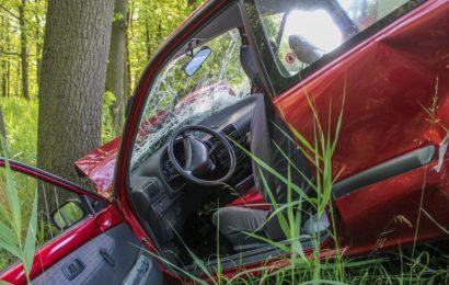 Schwerer Verkehrsunfall – PKW gegen Baum