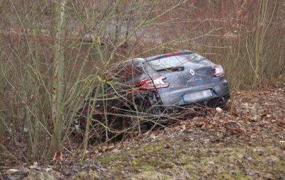 Fahrzeug landet bei Kaltenbrunn in Weiher