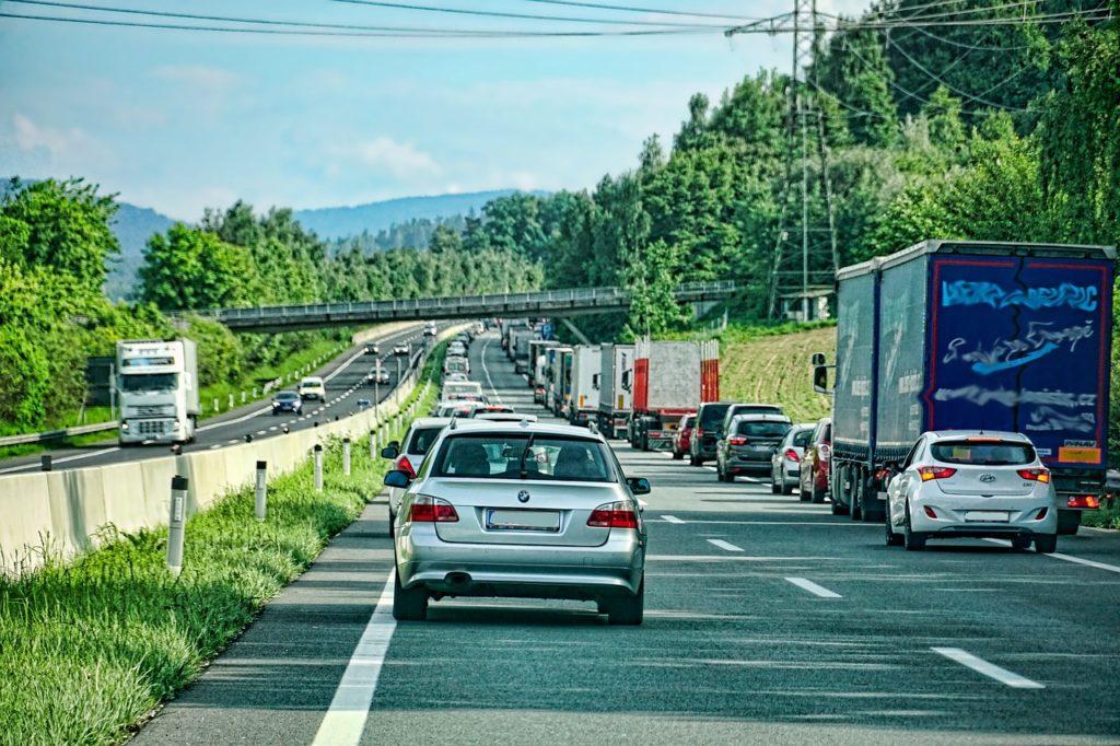 Rettungsgasse auf der Autobahn Symbolbild Pixabay