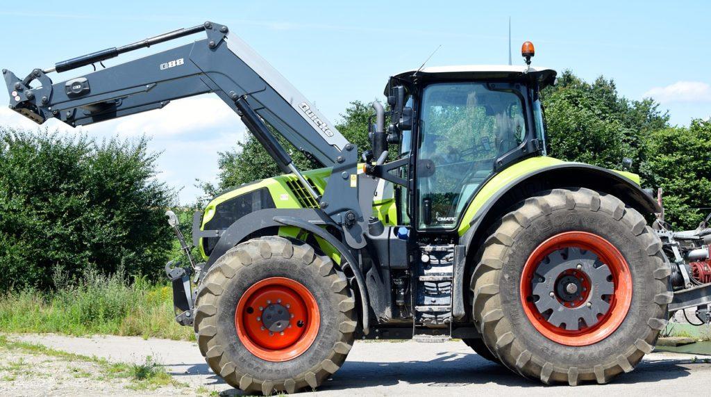 Traktor / landw. Gerät (Symbolbild Pixabay)