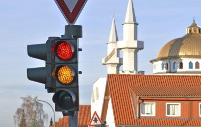 Verkehrsunfall mit Sachschaden in Amberg – Zeugen gesucht