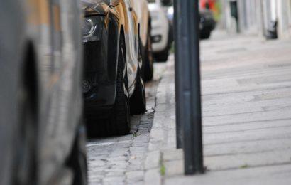 Sachbeschädigungen an bislang 22 geparkten Fahrzeugen