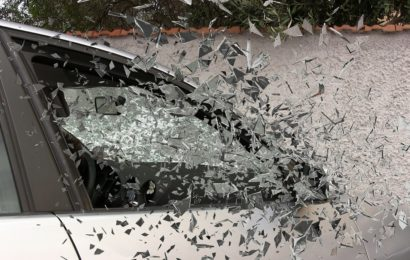 Rabiater Pkw-Fahrer verursacht Verkehrsunfall und flüchtet
