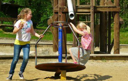 Nutzung der Spielplätze nur in Begleitung von Erwachsenen erlaubt