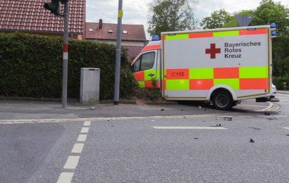 Verunfallter Rettungswagen im Stadtgebiet Amberg Foto: Pressedienst Wagner