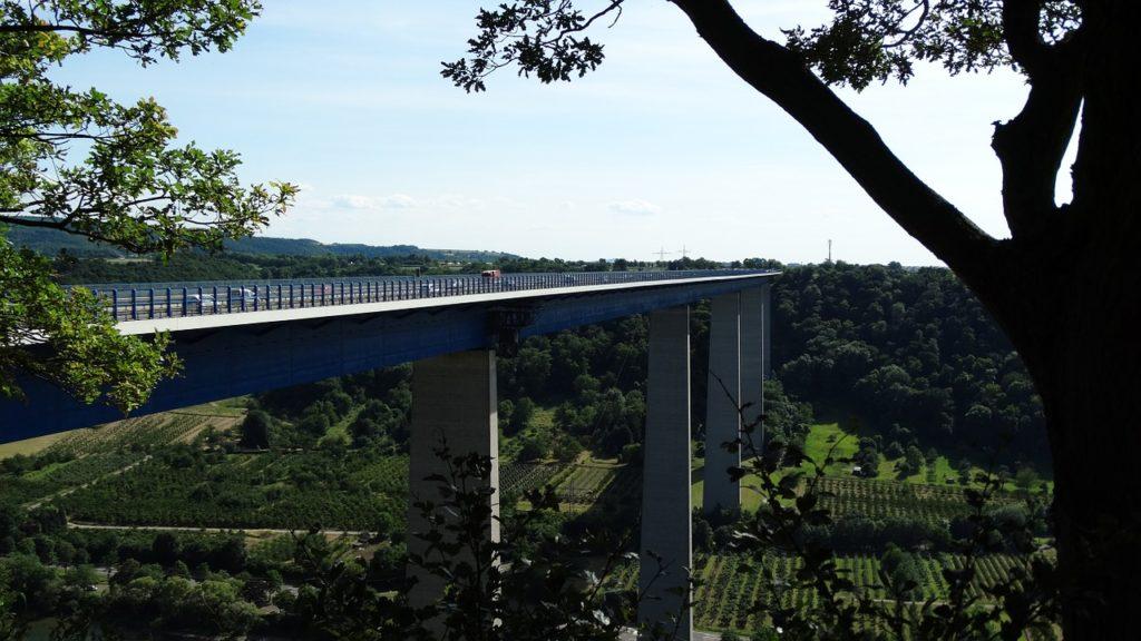 Symbolbild Autobahnbrücke