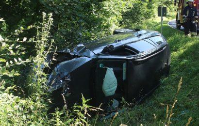 Verunfallter Skoda zwischen Etsdorf und Paulsdorf Foto: Pressedienst Wagner