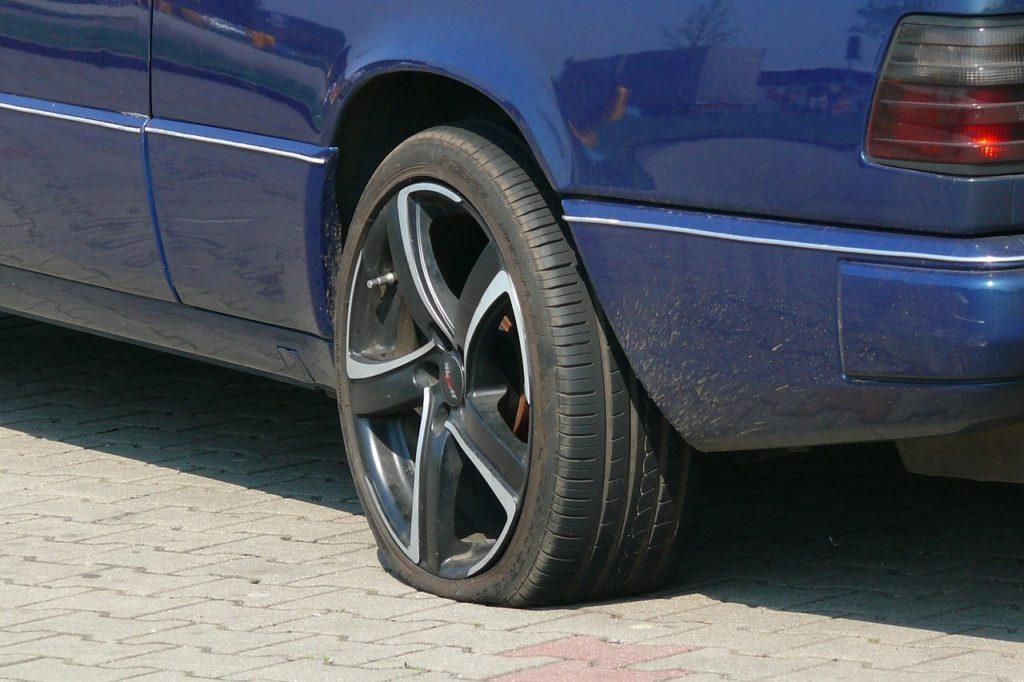 Symbolbild: Platter Reifen