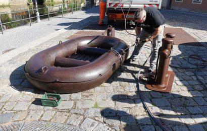 """Eine Schiffsanlegestelle für das """"Gummiboot"""""""