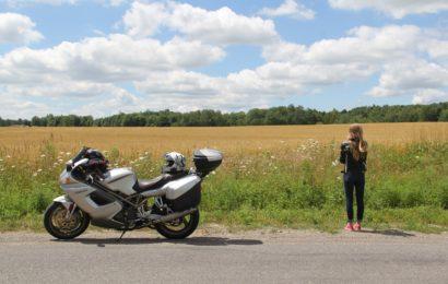 Symbolbild: Motorrad mit Koffern