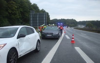 Die verunfallten Fahrzeuge auf der A6 bei Ursensollen Foto: Pressedienst Wagner