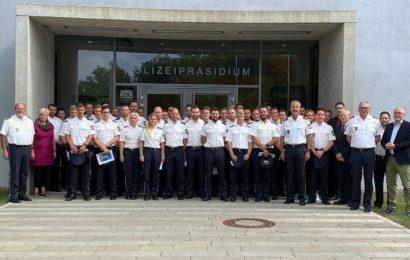 Polizeipräsident begrüßt neue Polizeibeamte