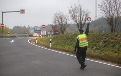 Nach Beendigung einer Fahrt ohne Fahrerlaubnis auf der A6 erfolgte die direkte Übergabe an den Zoll