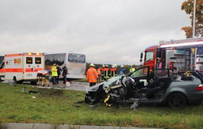 Schwerer Verkehrsunfall auf der B85 bei Auerbach
