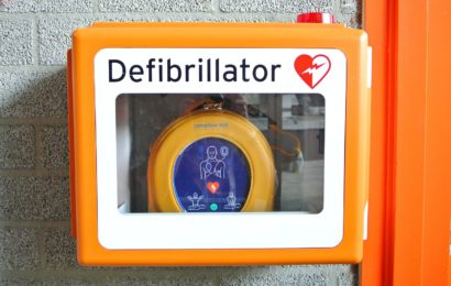 Defibrillator Säule beschädigt