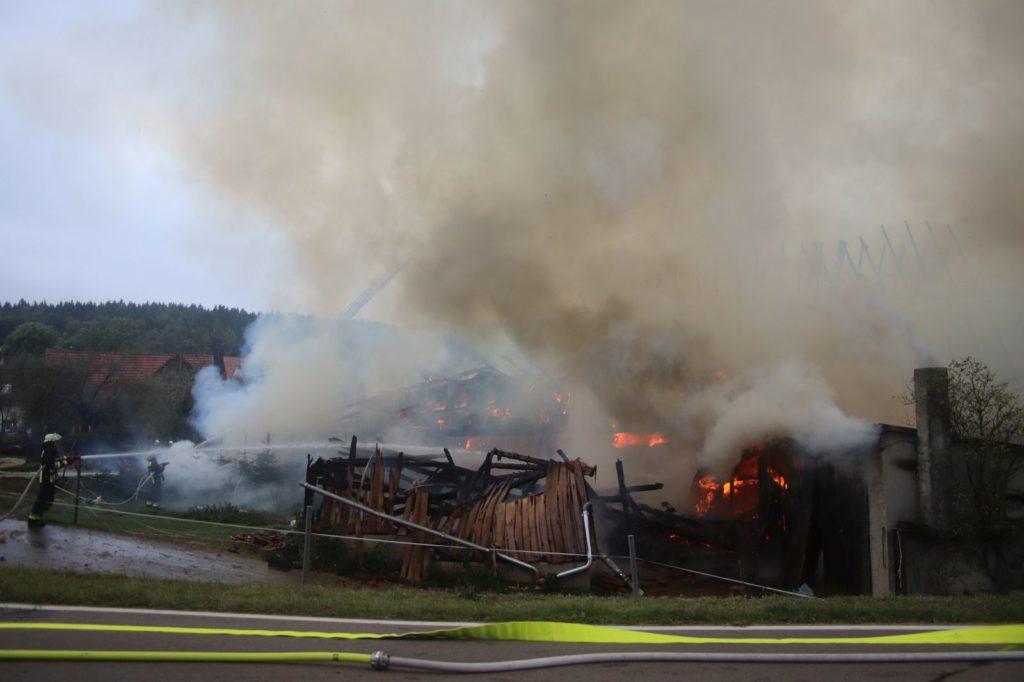 Das landwirtschaftliche Gebäude brannte vollkommen nieder Foto: Pressedienst Wagner