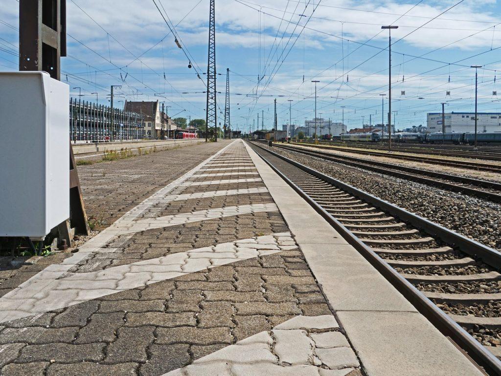 Symbolbild: Bahnsteig
