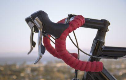 Verletzte Rennradfahrerin bei Verkehrsunfall in Unterachtel