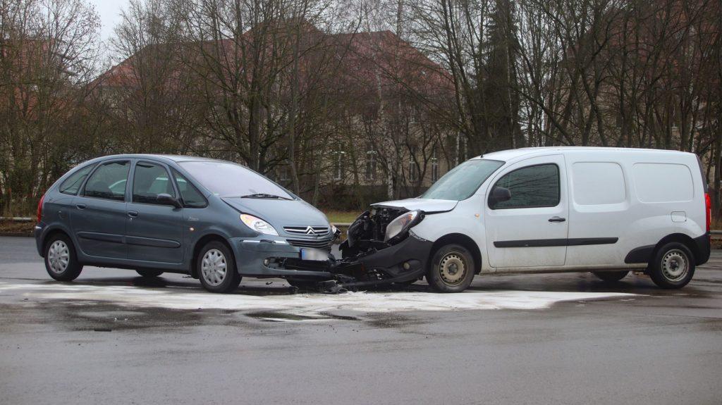 Die beiden Fahrzeuge waren nicht mehr fahrbereit und mussten abeschleppt werden Foto: Pressedienst Wagner