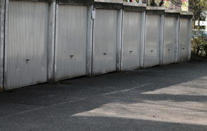Elektrisches Garagenschloss entwendet, Hausmauer beschädigt