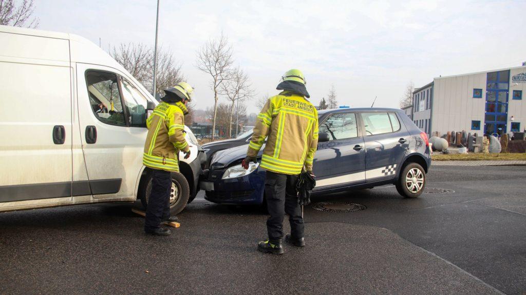 Die beiden Fahrzeuge verkeilten sich bei dem Unfall Foto: Pressedienst Wagner
