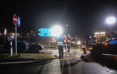 Schwerer Verkehrsunfall mit eingeklemmter Person in Ursensollen