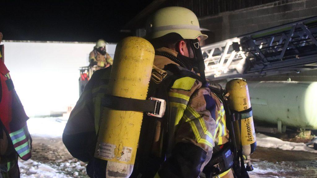 Mit Atemschutz rückte die Feuerwehr vor Foto: Pressedienst Wagner