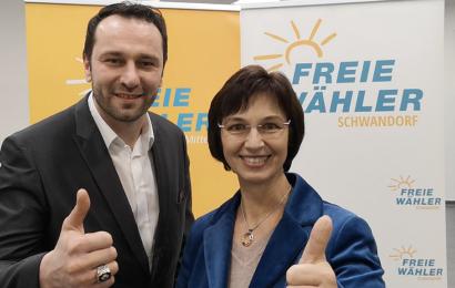 MEP Ulrike Müller unterstützt Ferdi  Eraslan in Schwandorf