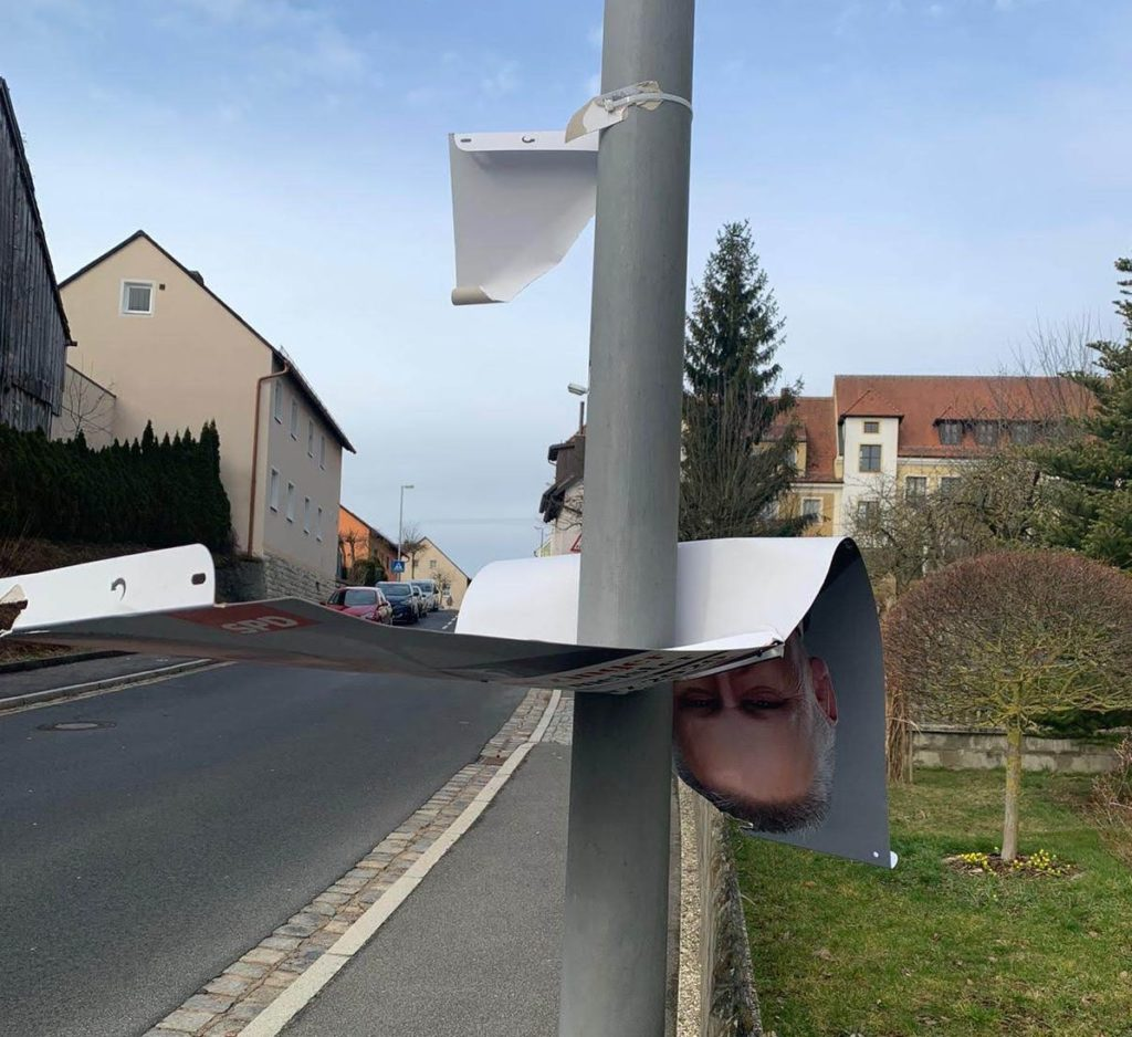 Archivbild: Beschädigtes Wahlplakat Foto: Oberpfalz Aktuell