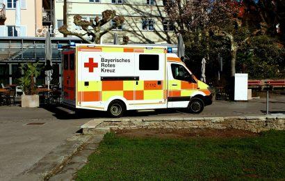 Fahrgerüst kippt bei Rückbau um – Bauherr in Poppenricht schwer verletzt