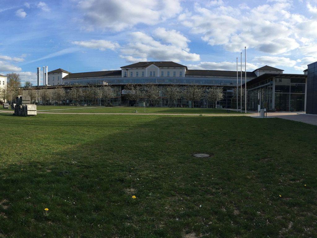 Frühling hält am menschenleeren Campus Amberg Einzug Foto: Wiesel/OTH Amberg-Weiden