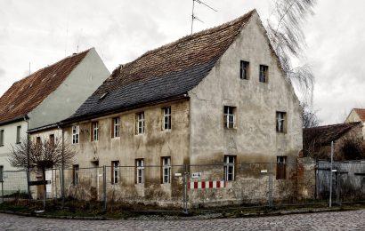 Sachbeschädigung an leerstehendem Haus in Trausnitz