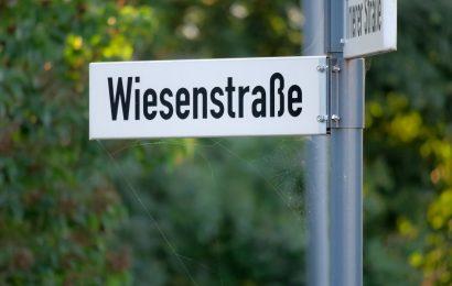 Drogen und ein entwendetes Straßennamenschild