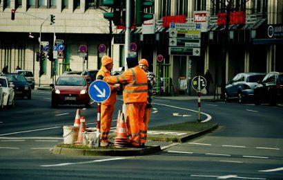 Skoda-Fahrer bei Verkehrsunfall in Schwandorf leicht verletzt