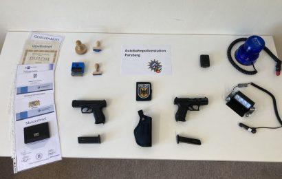Falscher Polizist durch Beamte der Autobahnpolizei Parsberg festgenommen
