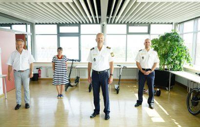 v.l.n.r. Hr. Schötz, Fr. Faes, Vizepräsident Schöniger, Polizeirat Schieder Foto: Polizeipräsidium Oberpfalz