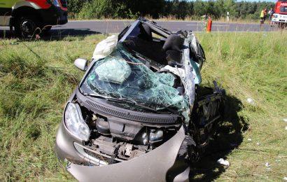Schwerer Verkehrsunfall auf der B 470 bei Eschenbach i.d.OPf.-  21-Jährige erlag an der Unfallstelle ihren Verletzungen