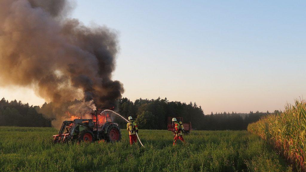 Am Traktor entstand Totalschaden, er brannte völlig aus Foto: Polizei Sulzbach-Rosenberg