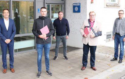 Polizeibeamte unterstützt – Regensburger Kripo dankt Helfern