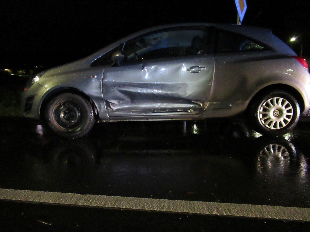 Relativ hoher Sachschaden entstand bei der Vorfahrtsverletzung in Amberg Foto: Polizei