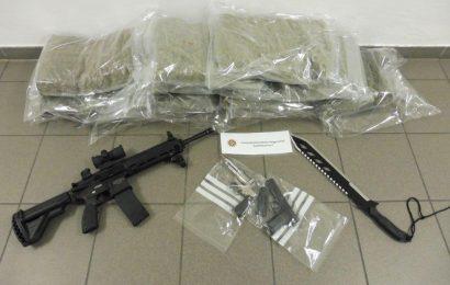 Große Menge Marihuana und mehrere Waffen in Niederbayern sichergestellt – Haftbefehle erlassen
