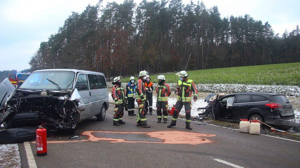 Bei dem Zusammenstoß wurde die Fahrerin des Ford schwer verletzt Foto: Pressedienst Wagner